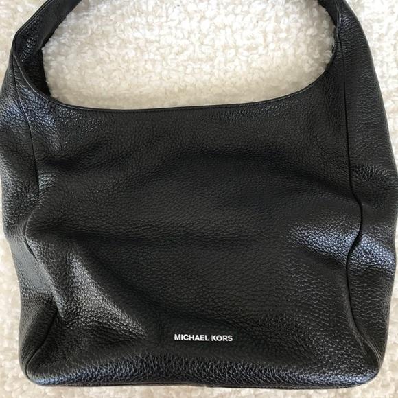 3437d32cf1e2 Michael Kors Lena large leather shoulder Bag. M 5aca8ad9a825a6e5b2140b75